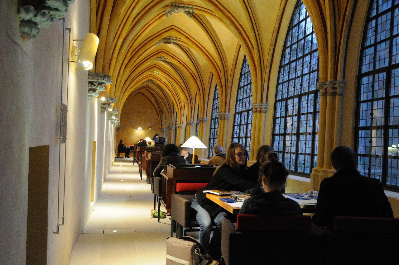 Le cloître de la Bibliothéque Saint Corneille