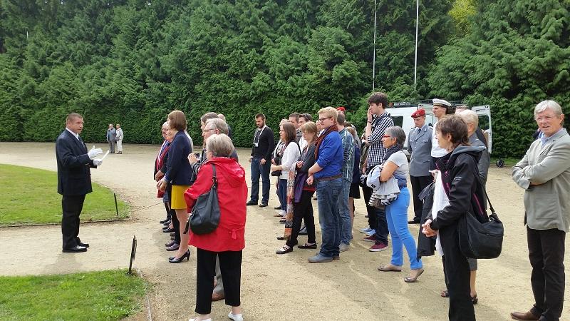 Les participants du Volksbund et les compiègnois