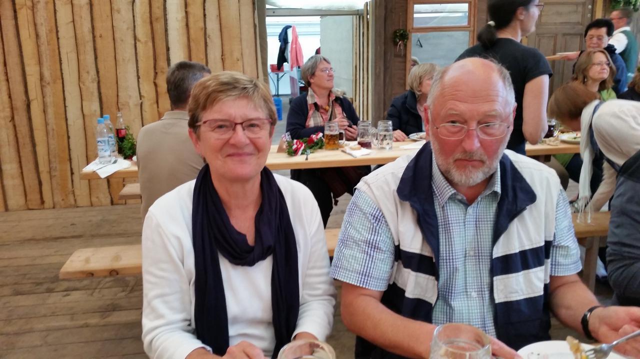 Lydia et Hans de la Verein Landshut-Compiègne sous la tente Zum Spielmann