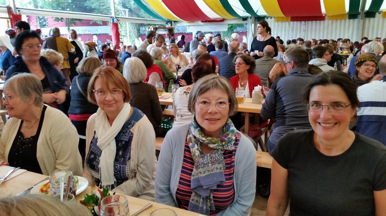 Gaétane et Françoise sous la tente Zum Spielmann
