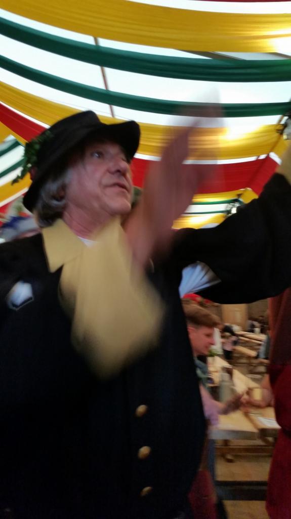 Josef Obermaier de la Verein Landshut-Compiègne sous la tente Zum Spielmann