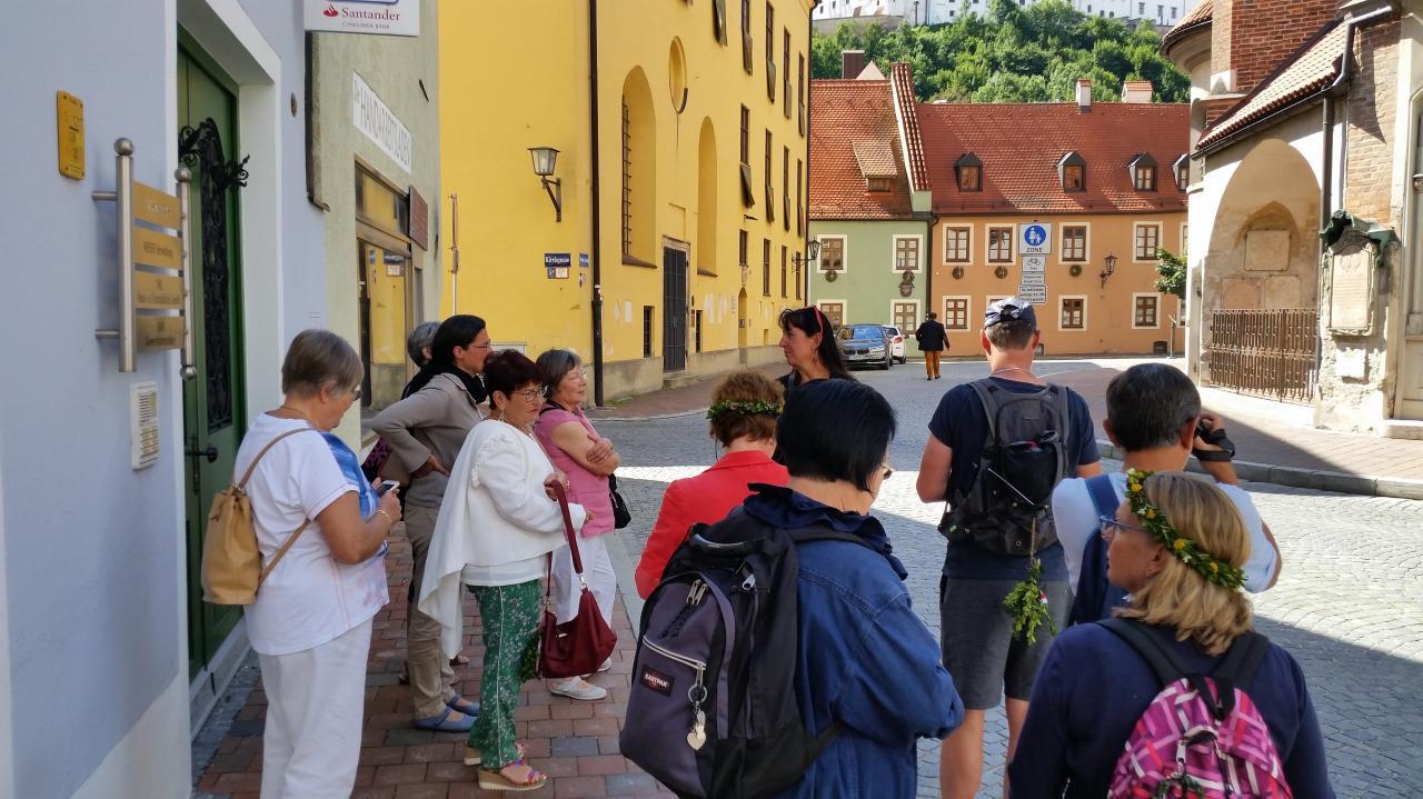 Notre groupe écoutant notre guide (auf Deutsch)