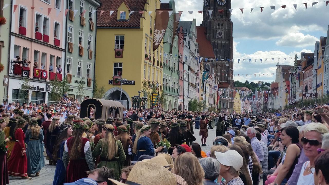 Vue du défilé et des spectateurs