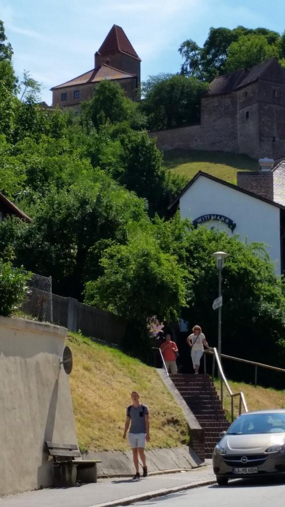 Départ de l'escalier en briques menant au Burg Trausnitz