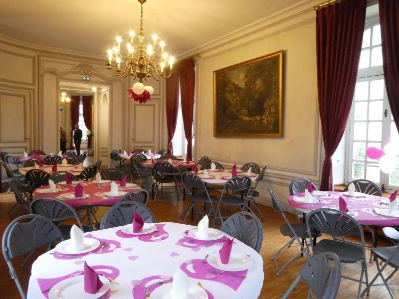 La salle décorée en rose