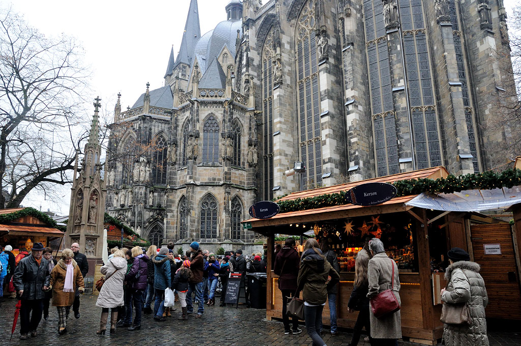 Le marché de Noël autour de la cathédrale d'Aix