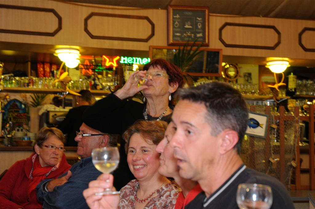 Et tous les hommes ont eu si chaud Qu'ils boivent frais le vin nouveau