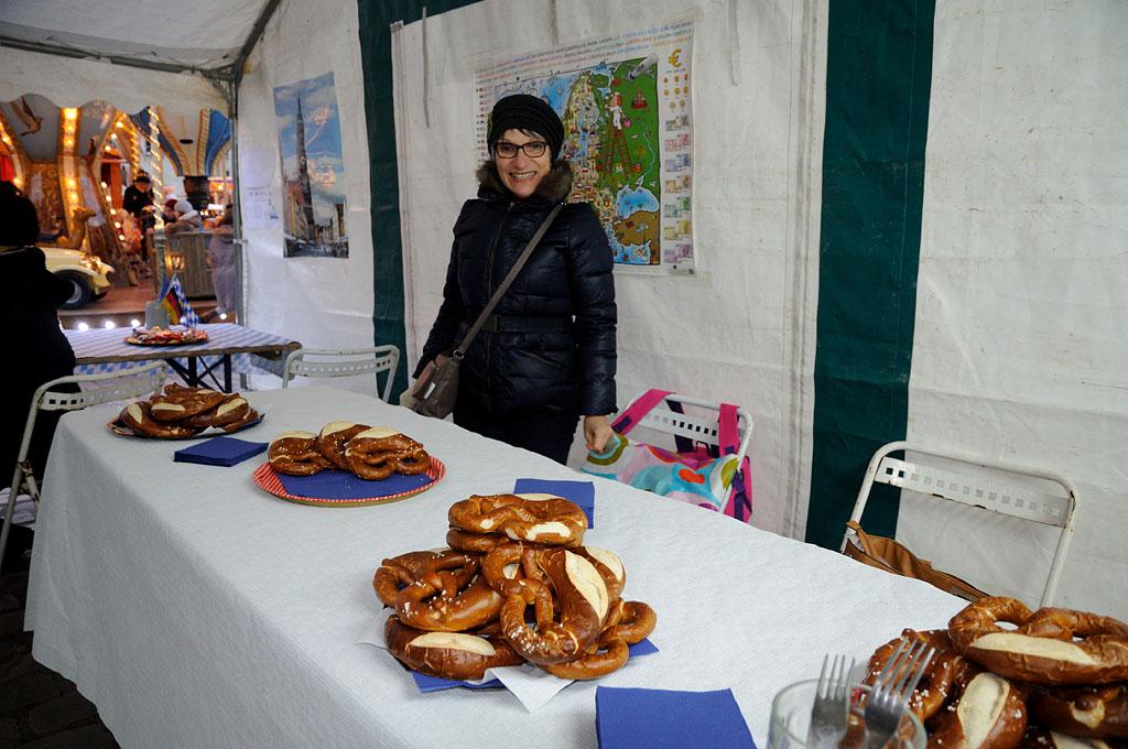 Marie Agnés prête pour offrir les bretzels