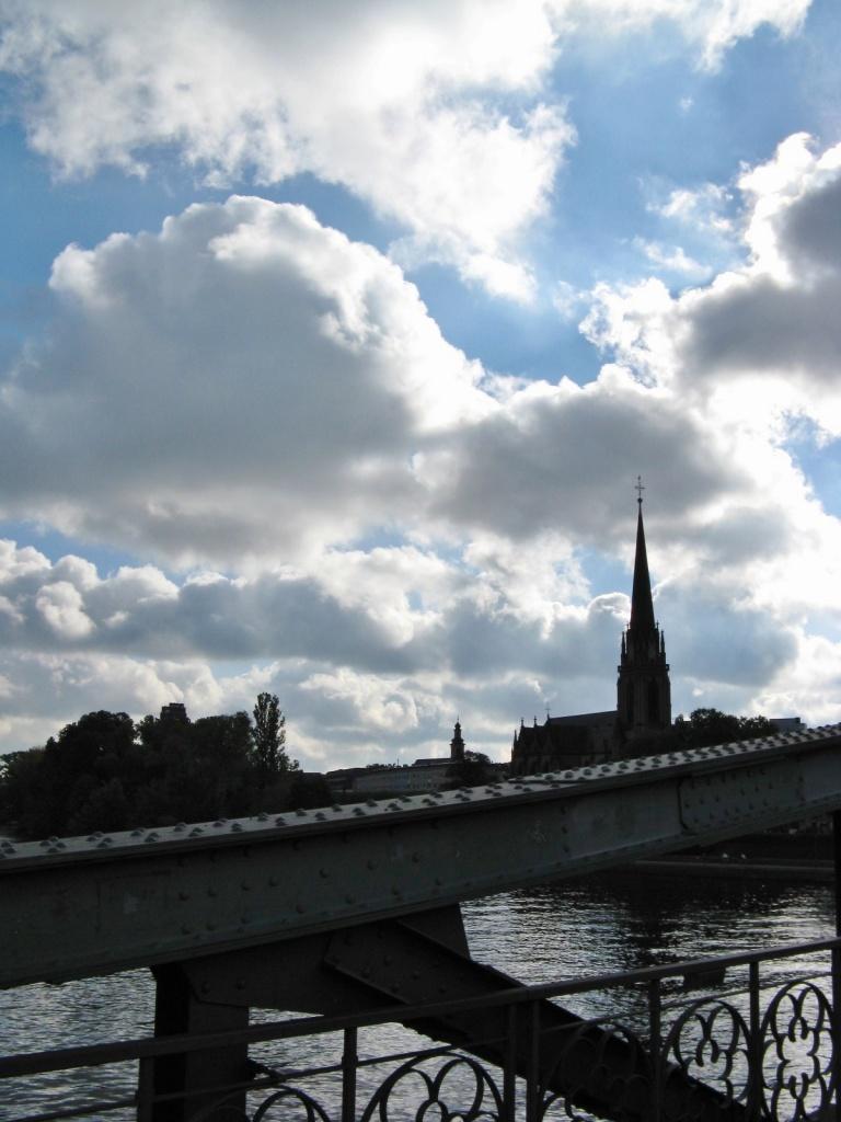 Der Main und die Wolken Le Main et les nuages