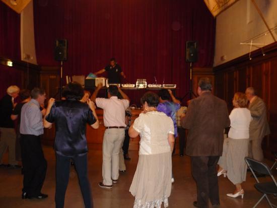 Aprés le repas, musique et danse