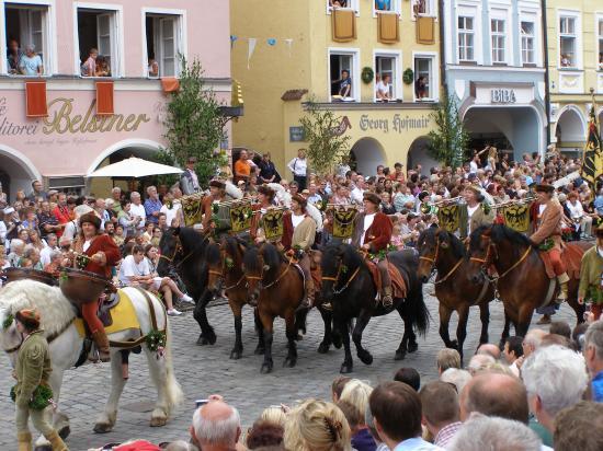 le cortège princier : les musiciens à cheval