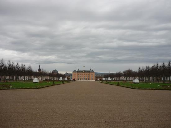 Le chateau de Schwetzingen vu du jardin