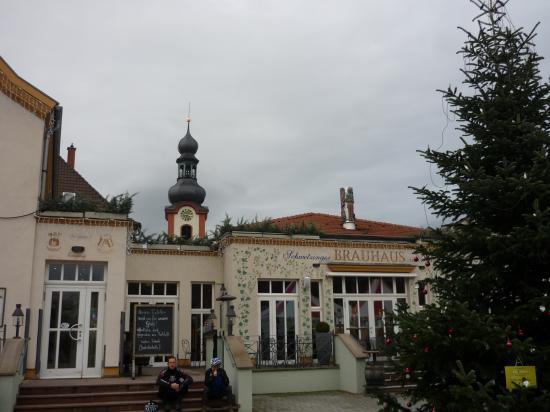 Schwetzingen la brasserie et le clocher