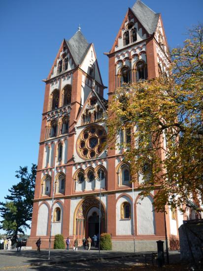 La cathédrale Saint Georges 1235 du style roman tardif au gothique primitif