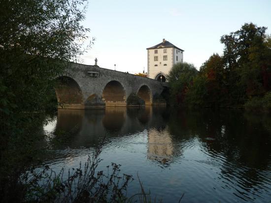 Le vieux pont de pierre sur la Lahn construit aprés les inondations de 1306