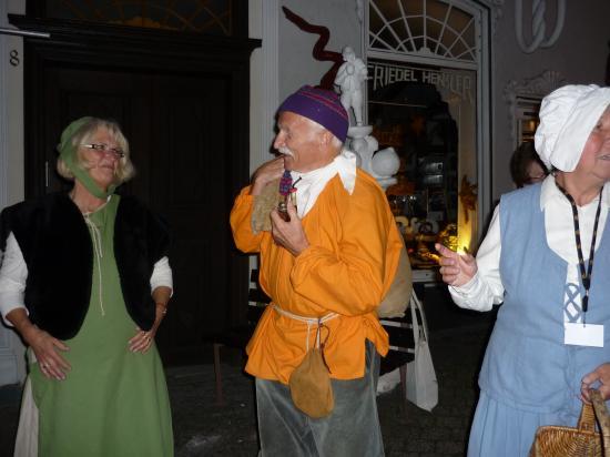 Le porteur (Säcker) et les deux guides