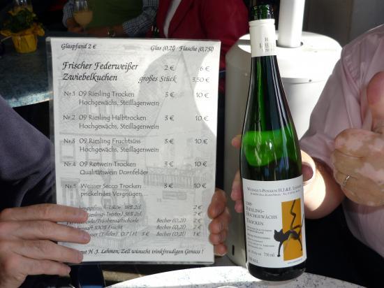 Etude de la carte des vins proposés sous la tente