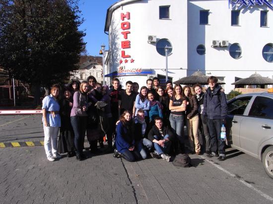 Photo du groupe. Cet événement était subventionné par le programme européen Youth In Action et patronné par la ville de Landshu
