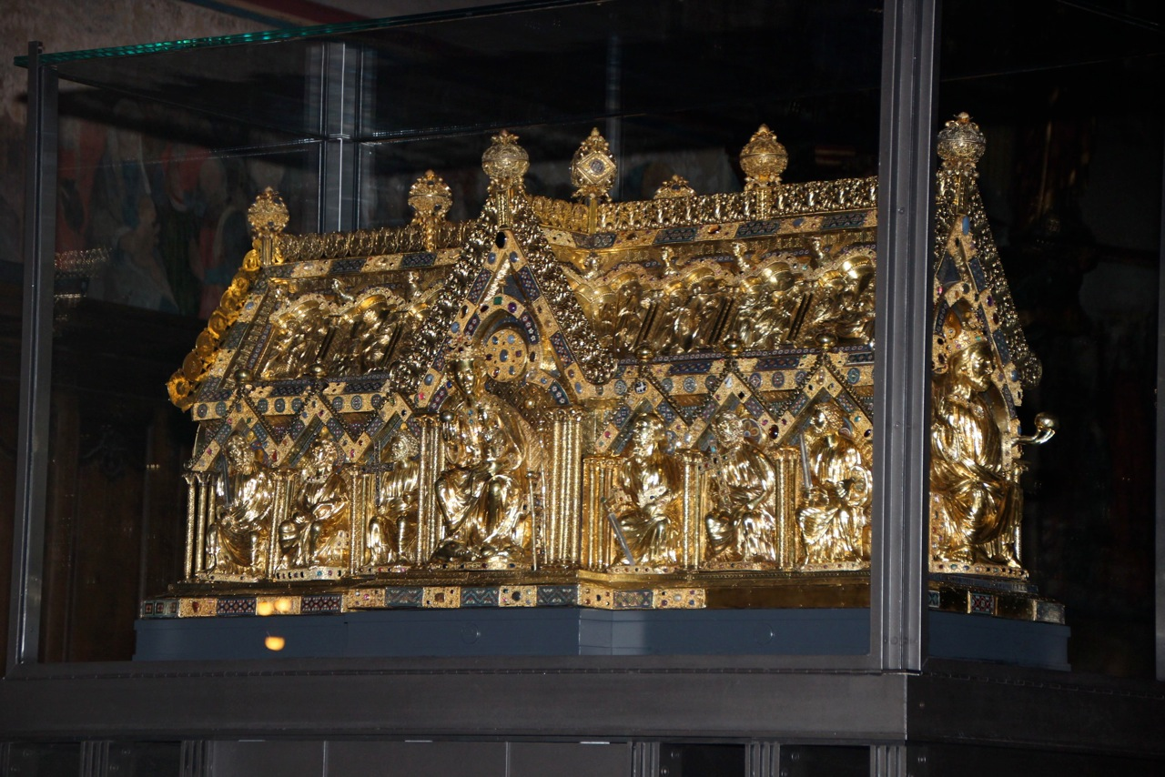Le cercueil d'or et d'argent de Charlemagne