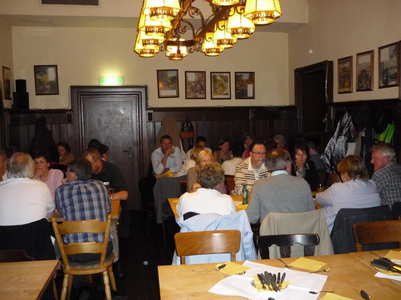 Die Gruppe am Gasthof Steinernes Haus