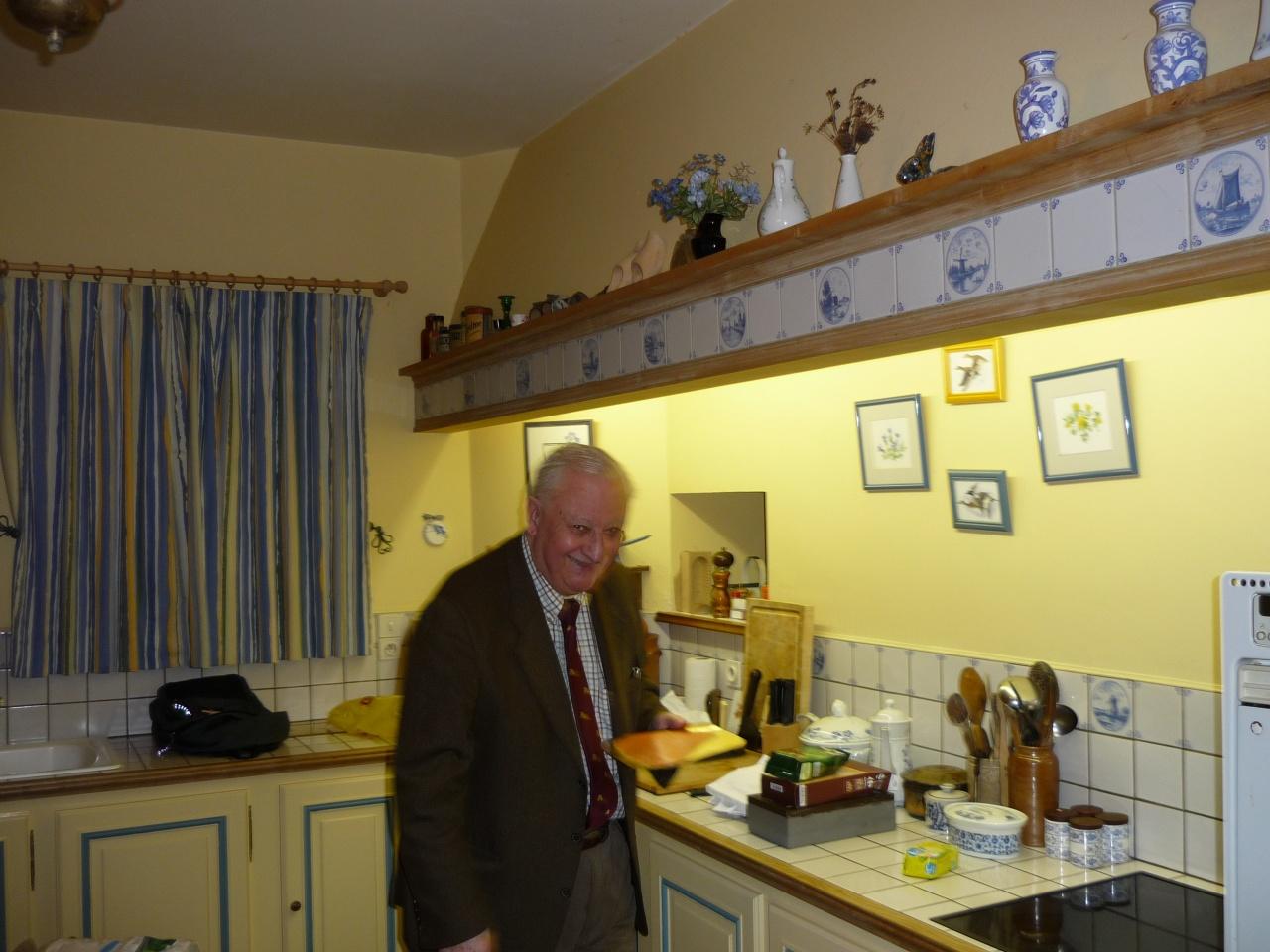 Serge dans sa cuisine