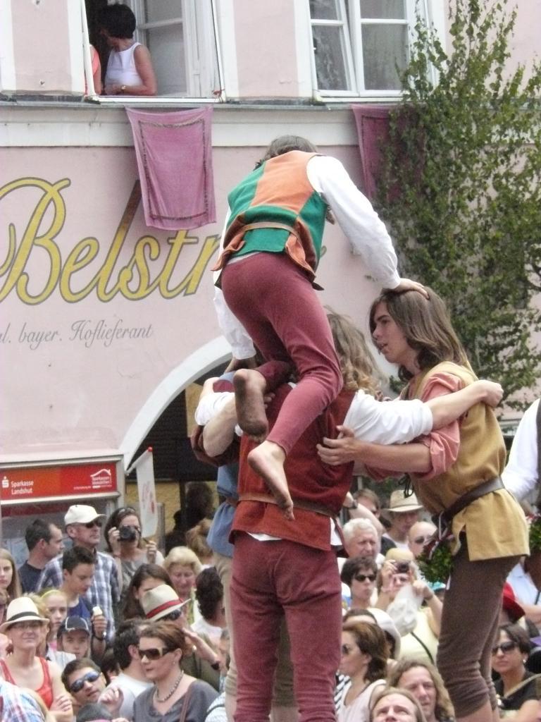 Hochzeitszug les acrobates