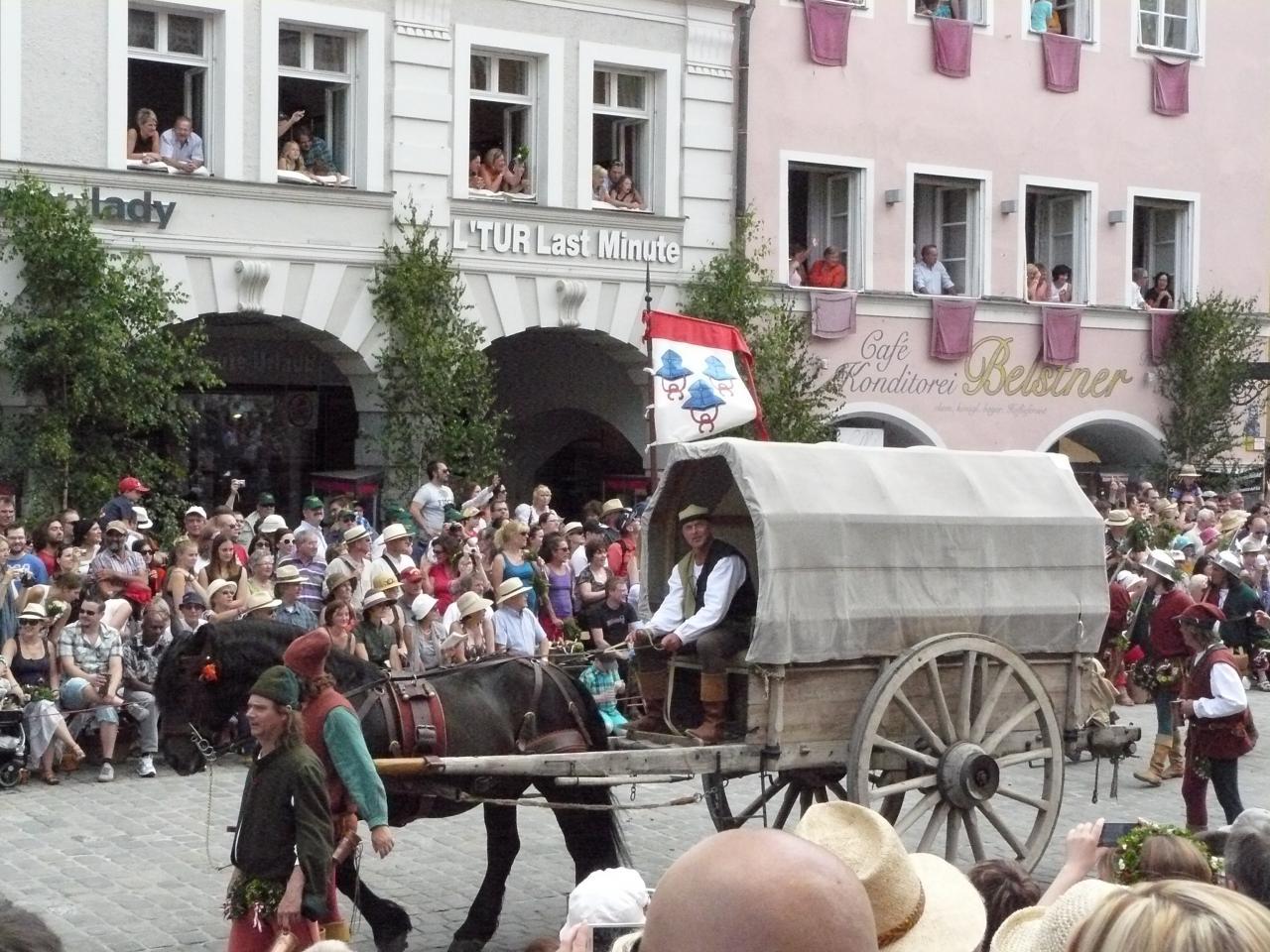 Hochzeitszug cariot et couleurs de Landshut
