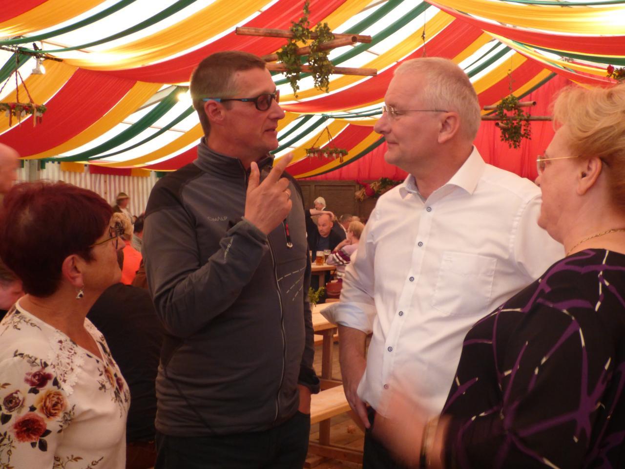 Patrice parlant l'allemand et le maire Alexander Putz l'autrichien