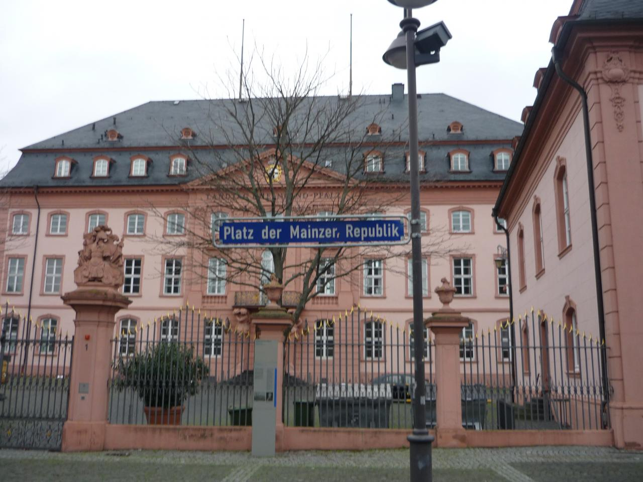Platz der Mainzer, Republik