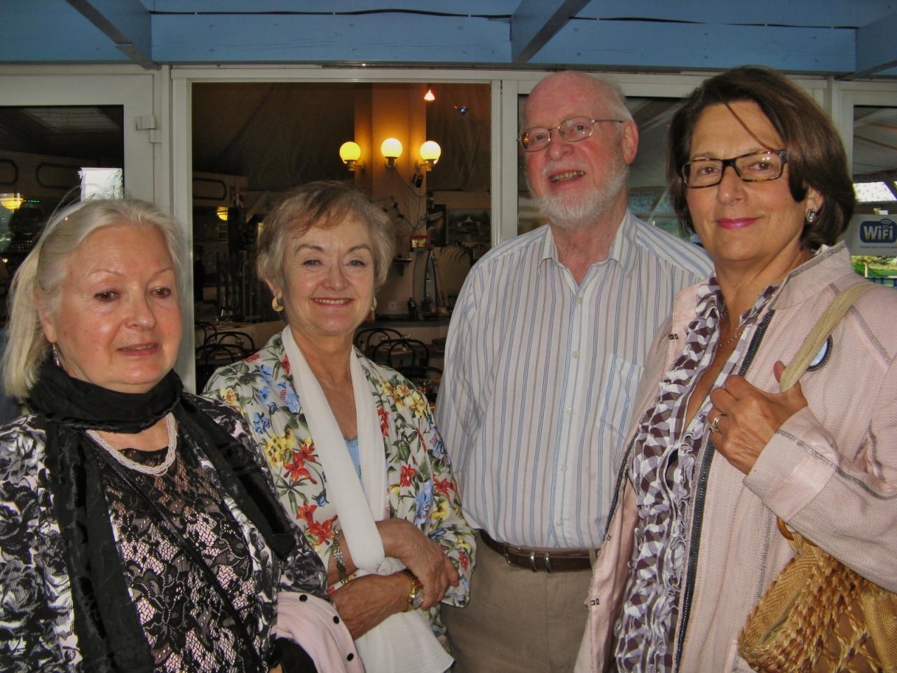Jacqueline, Pat, John et Sylviane