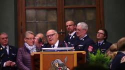 Michel andaele reçoit la médaille de la coopération internationale