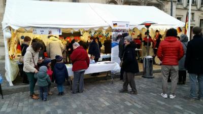 Les visiteurs à la fête de l'amitié franco-allemande