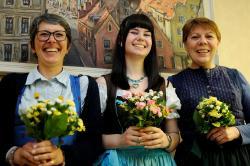 Lehrer und Schulerinnen aus Landshut