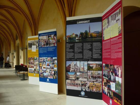 Panneaux exposés au cloître Saint Corneille